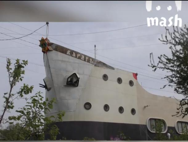 В Таганроге капитан построил огромный дом-корабль, фото-1